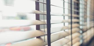 Oryginalne dekoracje na okna zamiast tradycyjnych zasłon