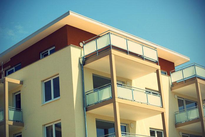 Sprzedać czy wynająć: co zrobić z mieszkaniem po rodzicach lub dziadkach?