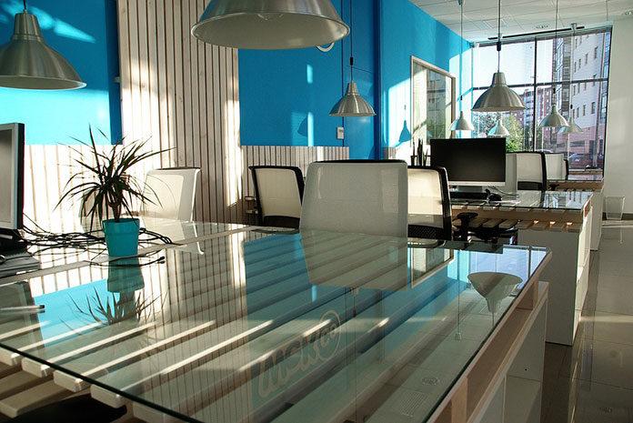 Meble biurowe z Warszawy – korzyści dla biura