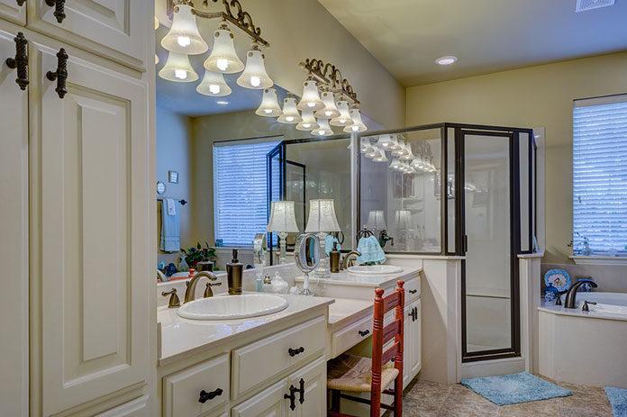 Oświetlenie w łazience a jego barwa