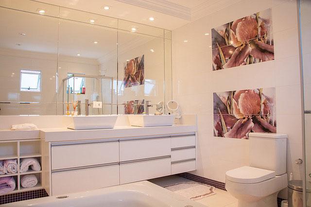 Urządzanie małej łazienki – na co zwrócić uwagę?