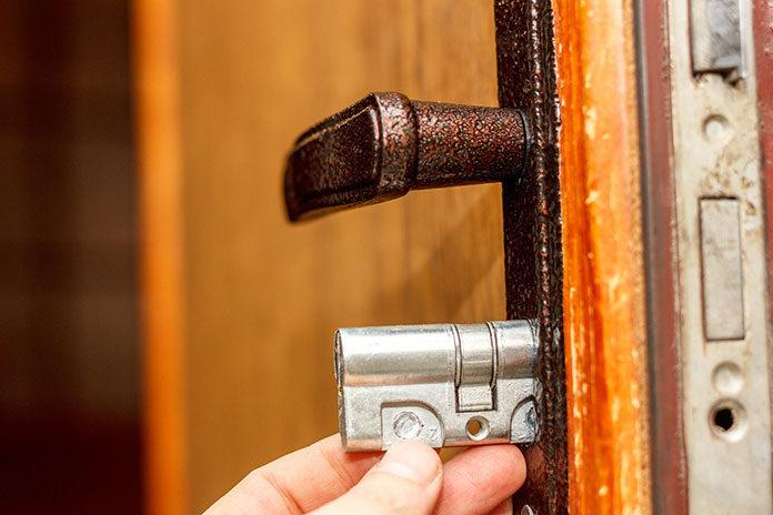 Wkładka do zamka - rodzaje, materiały i zastosowanie