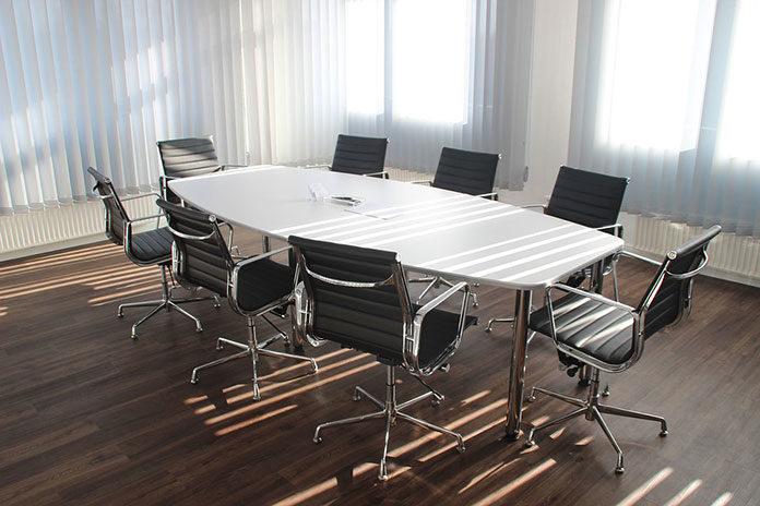 Meble biurowe do recepcji – jak umeblować lokal usługowy?