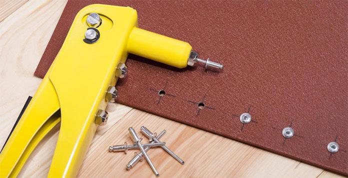 Nitownica ręczna dla tapicera – jaką wybrać?