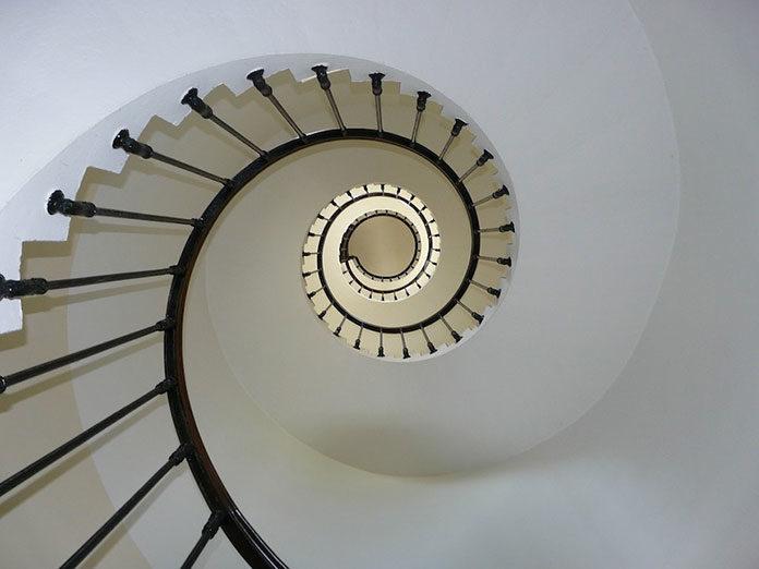 Jak odmienić wygląd schodów?