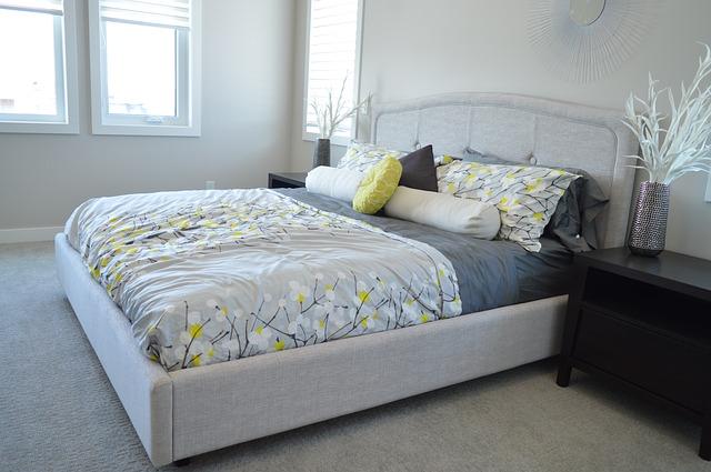 Przytulna sypialnia - jak ją urządzić?