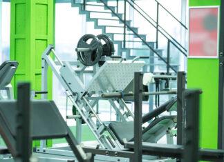 Schody metalowe zewnętrzne w zastosowaniach przemysłowych